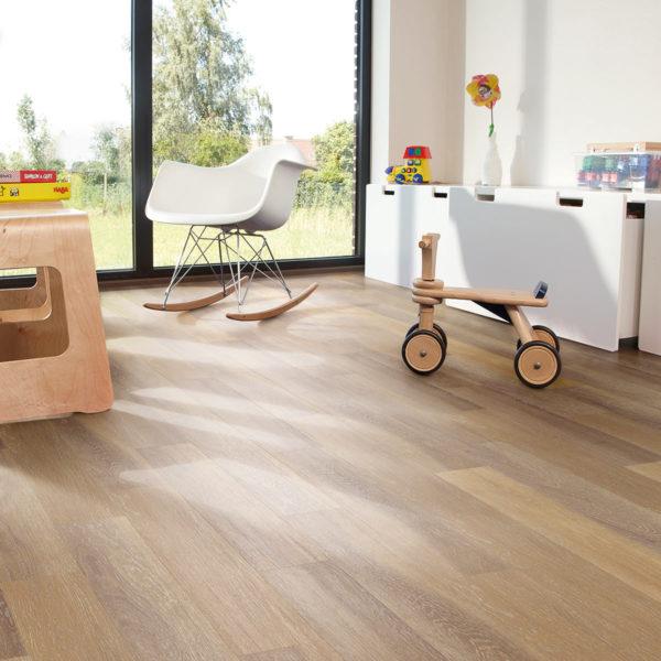 Bleached Oak effect luxury vinyl flooring from j2 Flooring