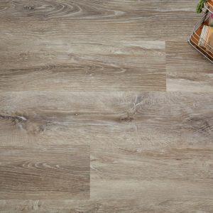 Blonde Oak effect luxury vinyl flooring from j2 Flooring