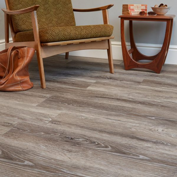 Blonde Oak effect luxury vinyl flooring from j2 Flooring